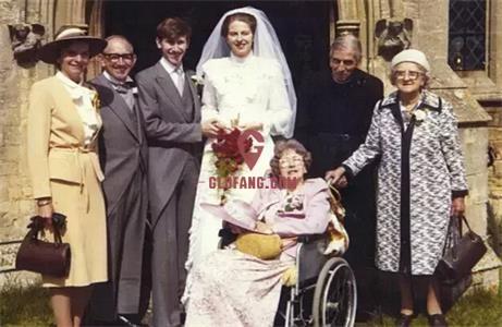 1980年,她与Philip结婚