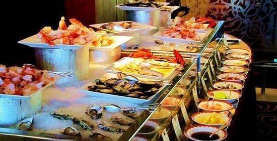 一顿饭上千元 探秘迪拜帆船酒店都吃什么