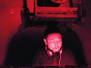 白天白领 夜晚DJ 加州男的双重生活