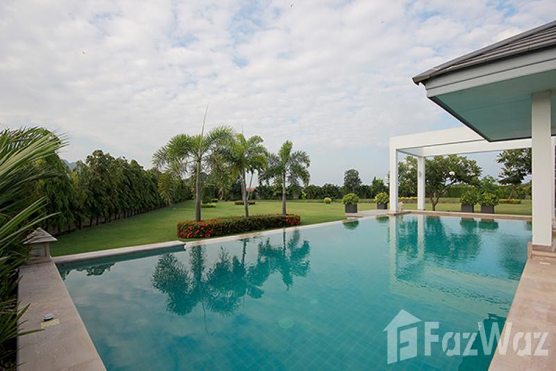三卧室别墅出售在七岩,华欣与花园,湖,山,游泳池,绿色景观
