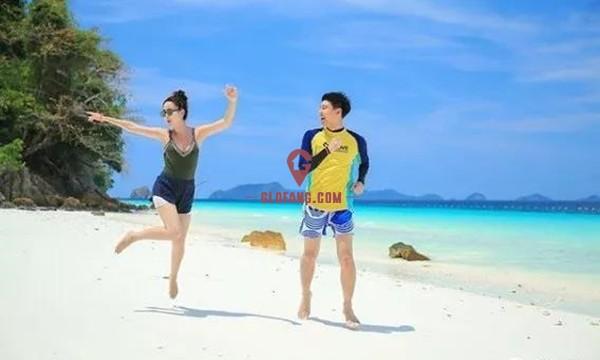 泰国当红女星Taew和圈外男友海边度假,甜蜜撒狗粮4.jpg
