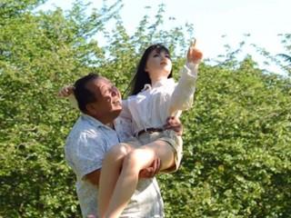 日本63岁大叔爱上硅胶娃娃!
