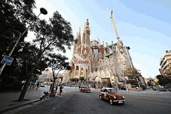 马德里皇宫所在的中心城区相连 跳蚤市场旁2套连通小公寓