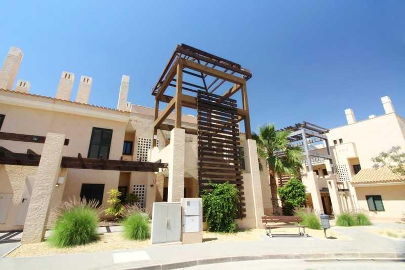 西班牙高端别墅区绿洲公寓项目