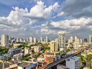 【泰国曼谷酒店公寓价格】尽管市场低迷,曼谷的公寓开发商仍在一些关键地段推出了新公寓