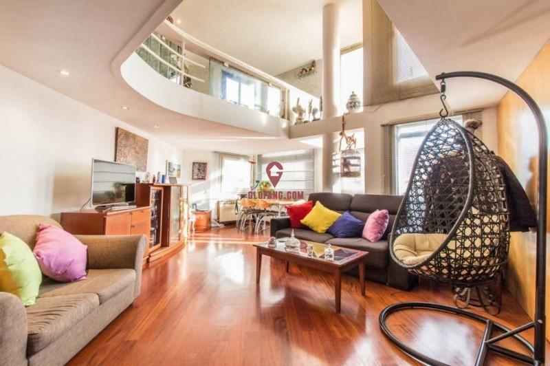 西班牙巴塞罗那扩展区赛默特复式公寓