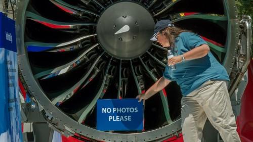 眼下,航空业正在紧锣密鼓地迎接新一代飞机。