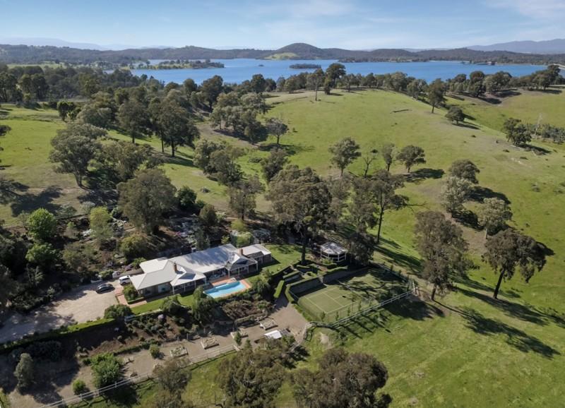 澳洲墨尔本近郊占地35万平方的豪华临水私人庄园