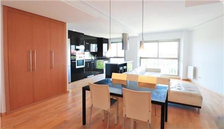 西班牙房产:马德里富人区小区房复式大三房