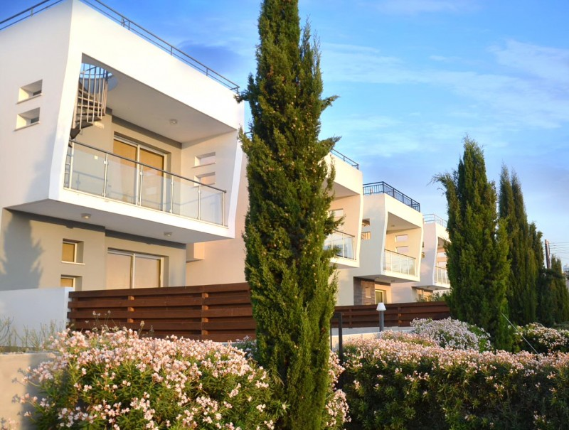 塞浦路斯帕福斯房产 美景家园3房别墅 阳台花园屋顶大平台海景