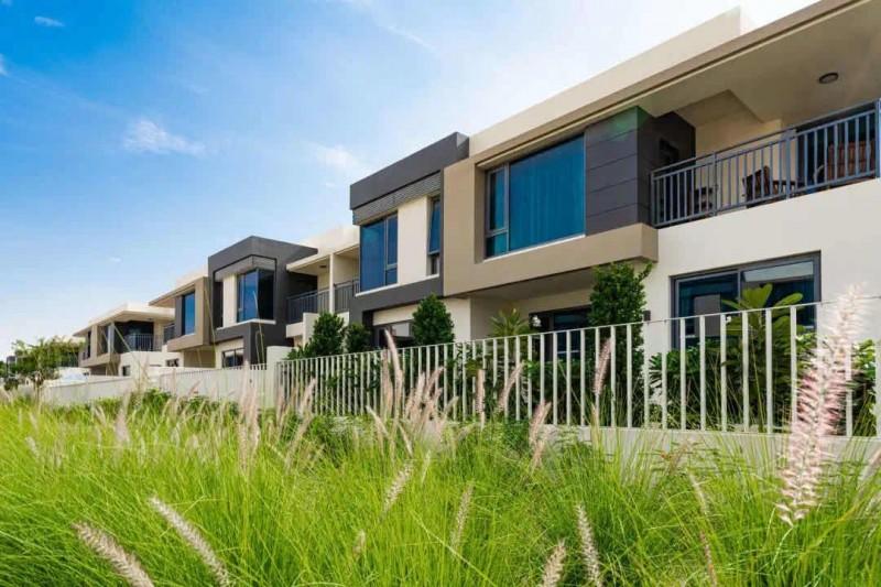 迪拜房产: 迪拜山庄学区房,现房联排别墅Maple