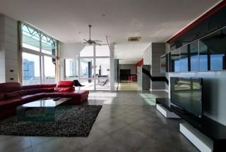 泰国芭提雅帕山海景公寓Sombat 顶楼整层专属电梯门独立入户