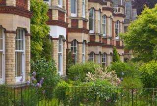 英国白热化的房地产市场显示出更多正常化迹象