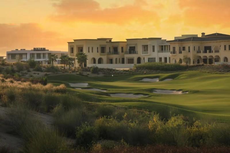迪拜房产:迪拜山庄地皮出售,可用来自建别墅,高尔夫球场景观