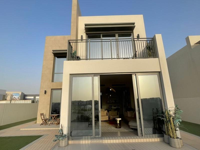 迪拜房产投资 107万买城南世博园旁边 带超大花园的别墅