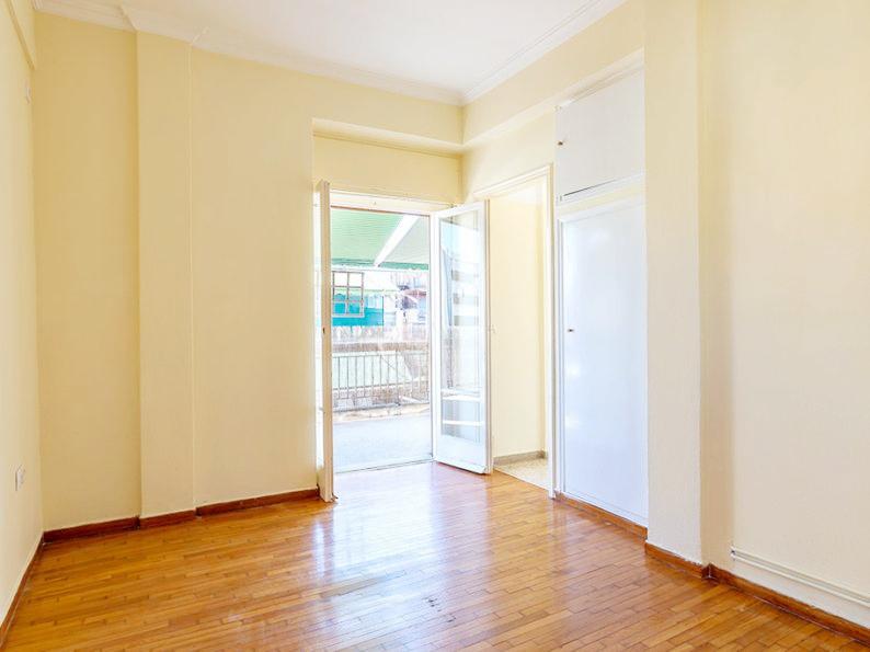 雅典市中心超大阳台新装公寓 15.3万欧元
